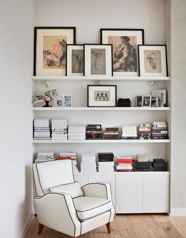 Arranging wall art & photography – We can help you renovate your home.